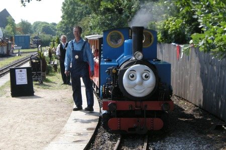Thomas and friends at Kirklees Light Railway 01_thomas