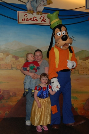 Tatty Teddy meets Goofy at Disneyland Paris